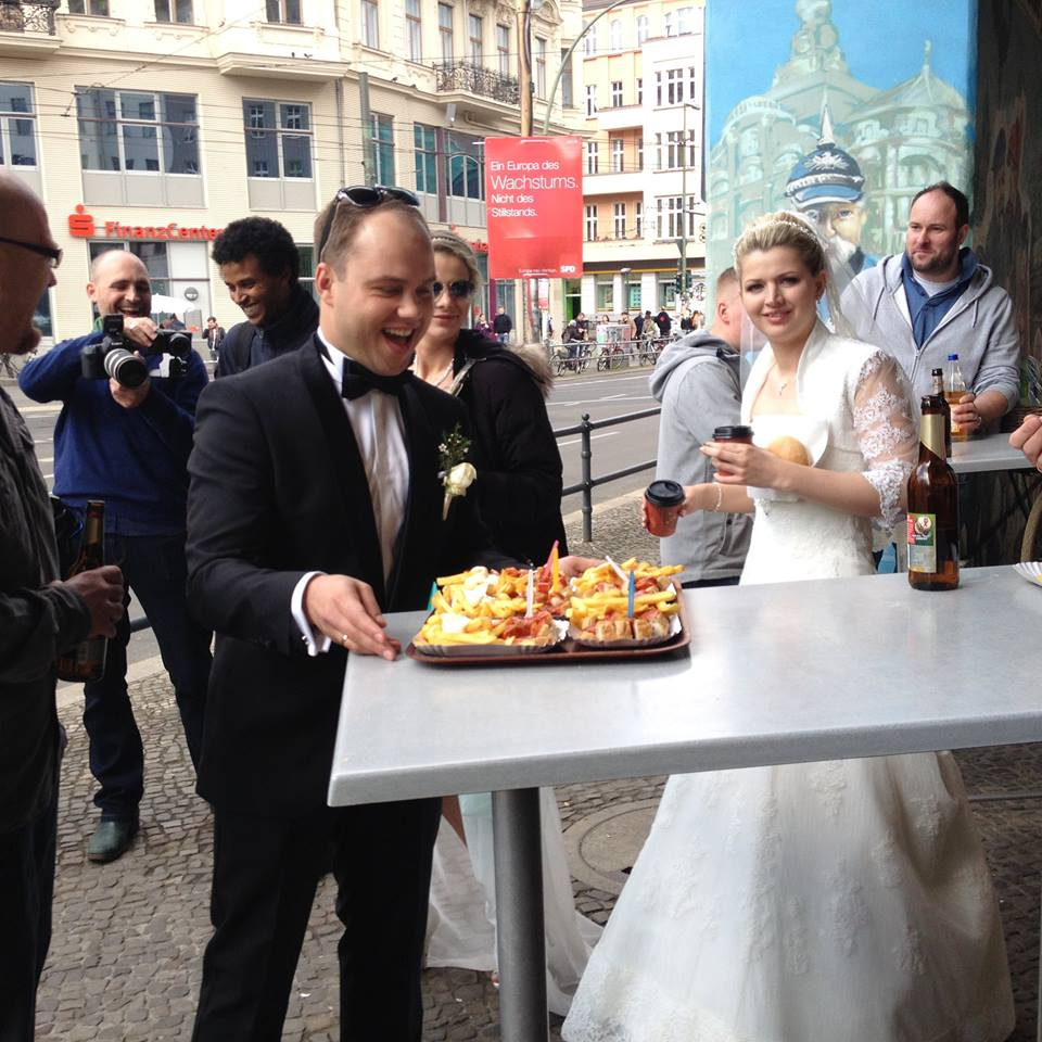Matrimonio In Germania : A berlino il matrimonio base di currywurst e patatine