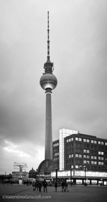 Thirty-six_Views_of_Berliner_Fernsehturm_ValentinoGriscioli-15