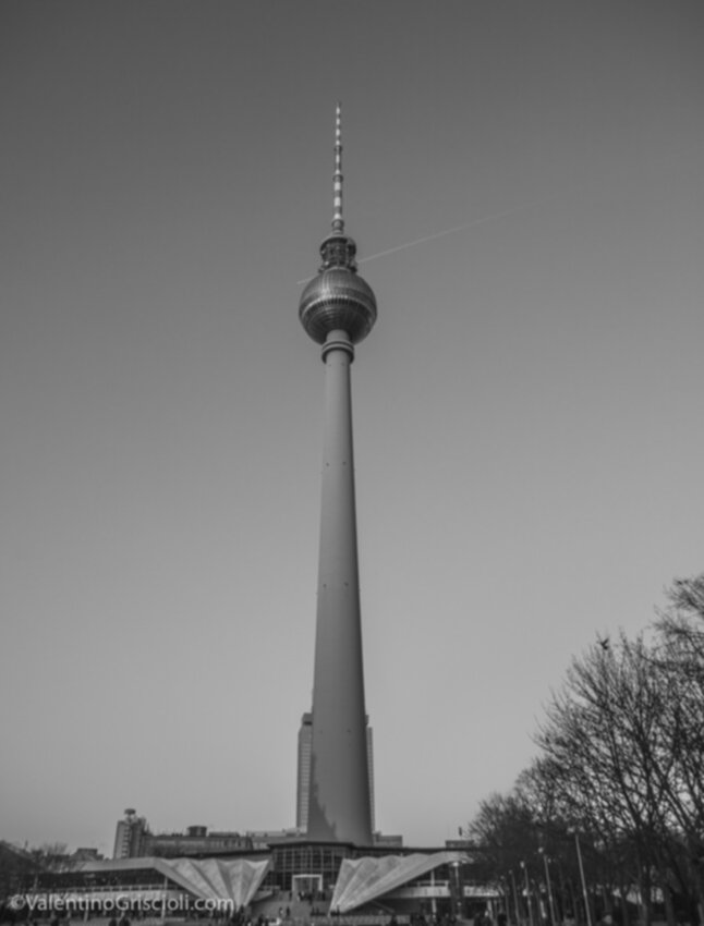 Thirty-six_Views_of_Berliner_Fernsehturm_ValentinoGriscioli-9