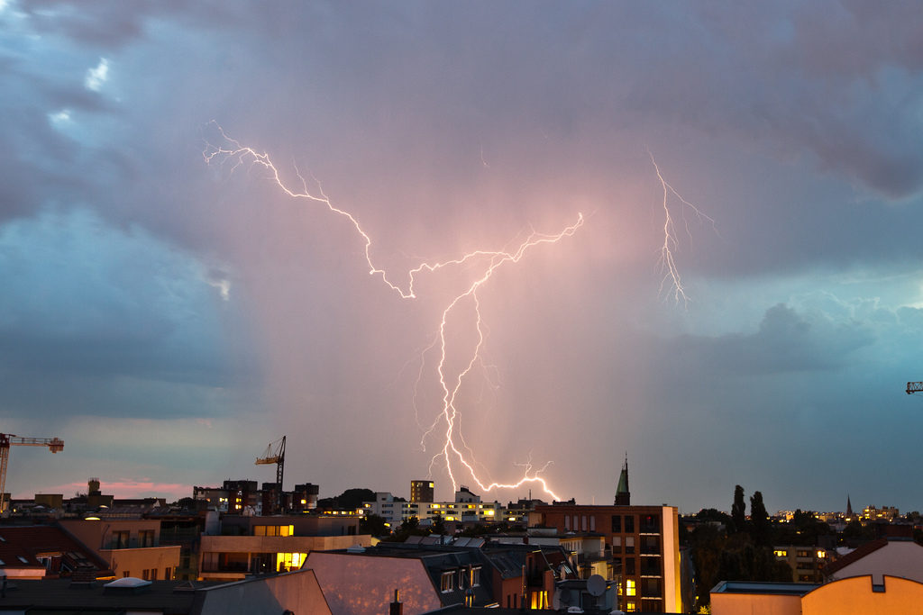 Matt Biddulph Segui Lightning storm over Berlin