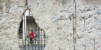 © Morgana Bartolomei, Hole, wall, bicycle and cyclist, BY-SA CC 0.0