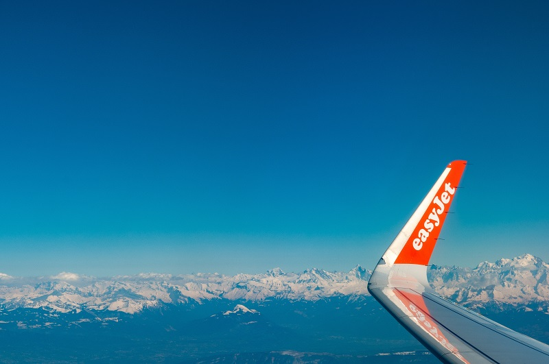 © Simon Fitall, Flying out of Geneva, BY-SA CC 0.0