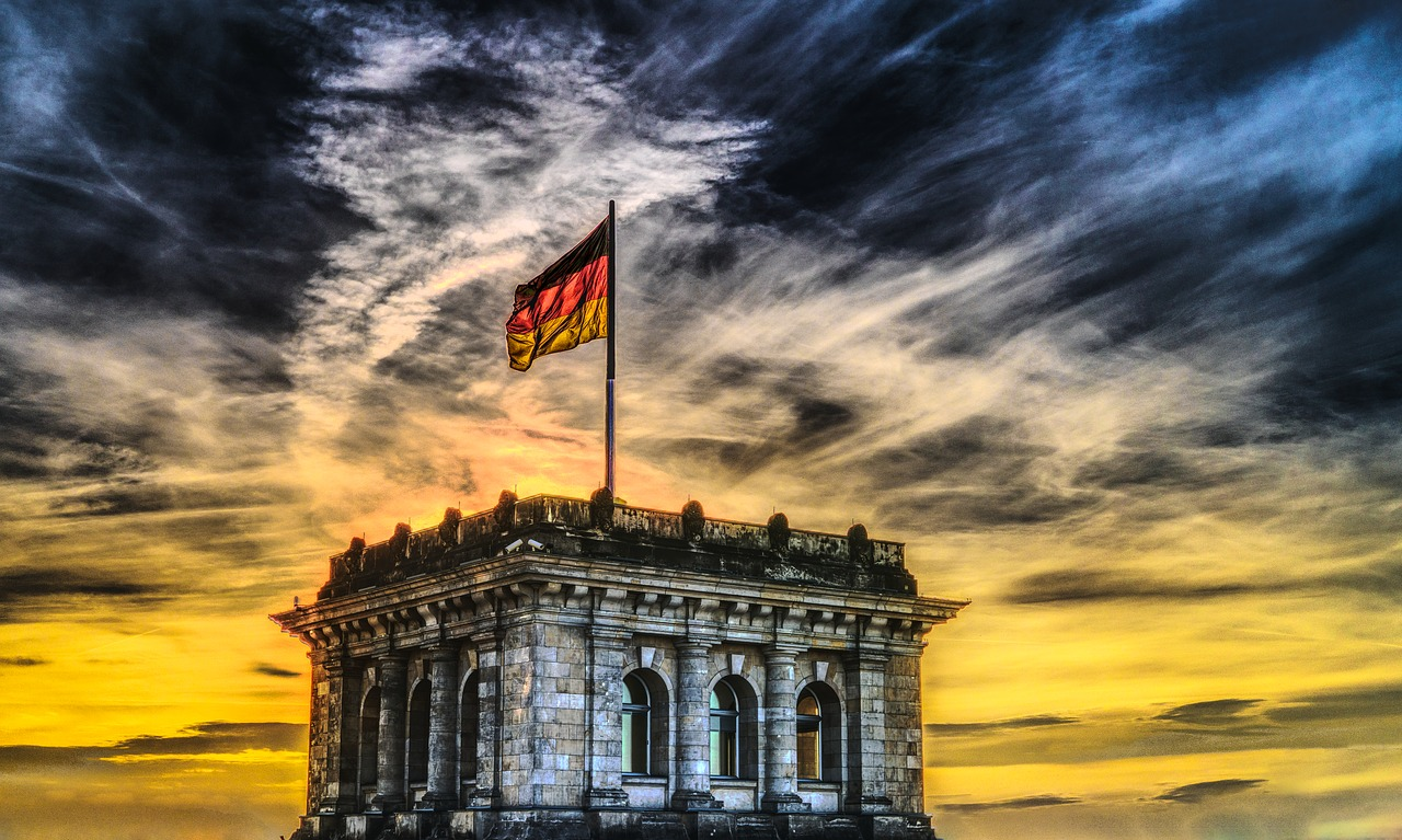 https://pixabay.com/it/bundestag-bandiera-tedesca-reichstag-2463236/