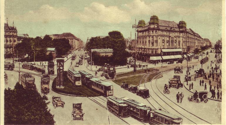Potsdamer Platz negli anni'20 ©CC0https://commons.wikimedia.org/wiki/File:Potsdamer_Platz_2,_Berlin_1900.png