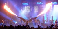 Rammstein durante un concerto al Madison Square Garden ©CC-BY-SA 3.0https://it.wikipedia.org/wiki/Rammstein#/media/File:Rammstein_Live_at_Madison_Square_Garden.jpg