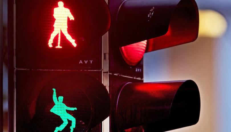 Luci semaforo Elvis ©AP Photohttps://www.wifr.com/content/news/Berlin-installs-traffic-lights-in-tribute-of-Elvis-Presley-502087171.html