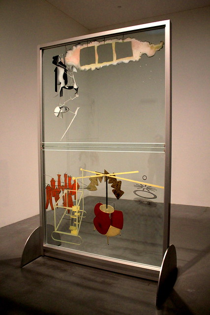Marcel Duchamp - Big Glass ©André Luìs CC BY-SA 2.0 https://www.flickr.com/photos/andr3/6346284106