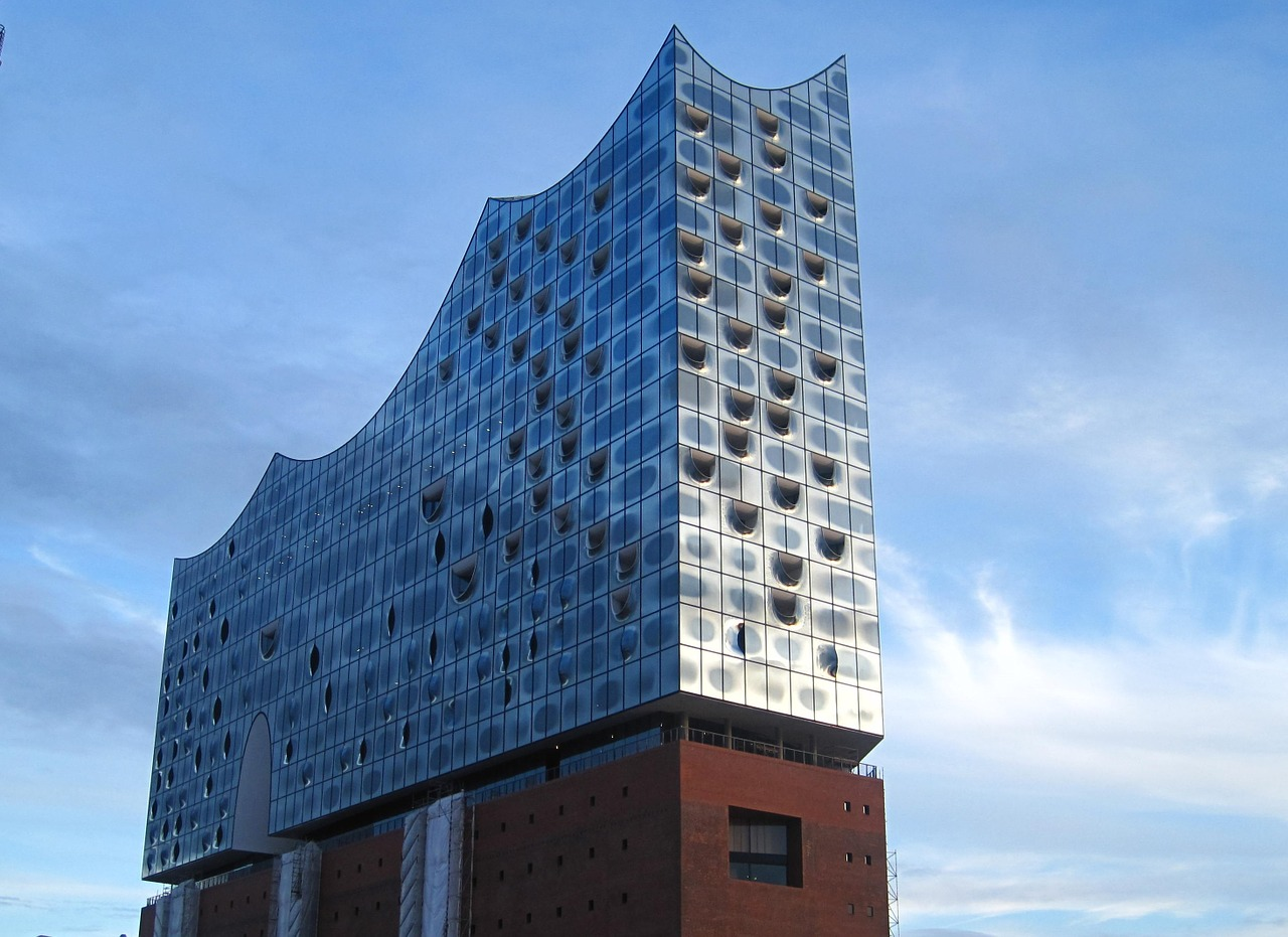 Elbphilharmonie, ASSY, https://pixabay.com/it/photos/elba-philharmonic-hall-hamburg-1161678/, CC0