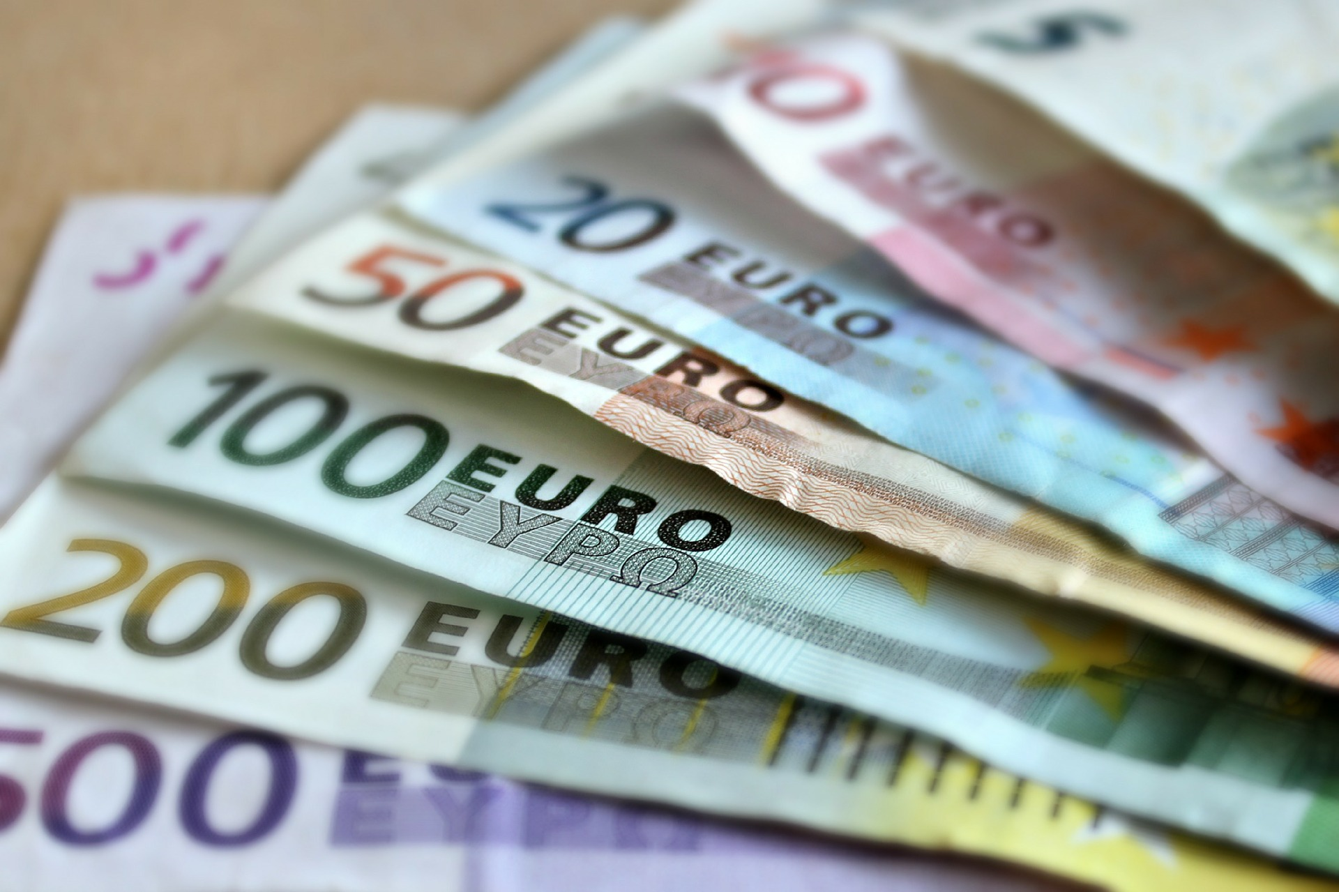 euro, martaposemuckel, https://pixabay.com/it/photos/banconota-euro-banconote-209104/ CC0