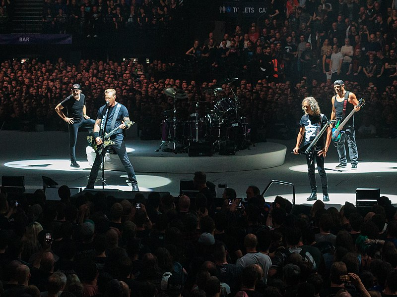 Metallica Live in London ©Kreepin Deth CC BY-SA 4.0 https://en.wikipedia.org/wiki/Metallica#/media/File:Metallica_Live_at_The_O2,_London,_England,_22_October_2017.jpg