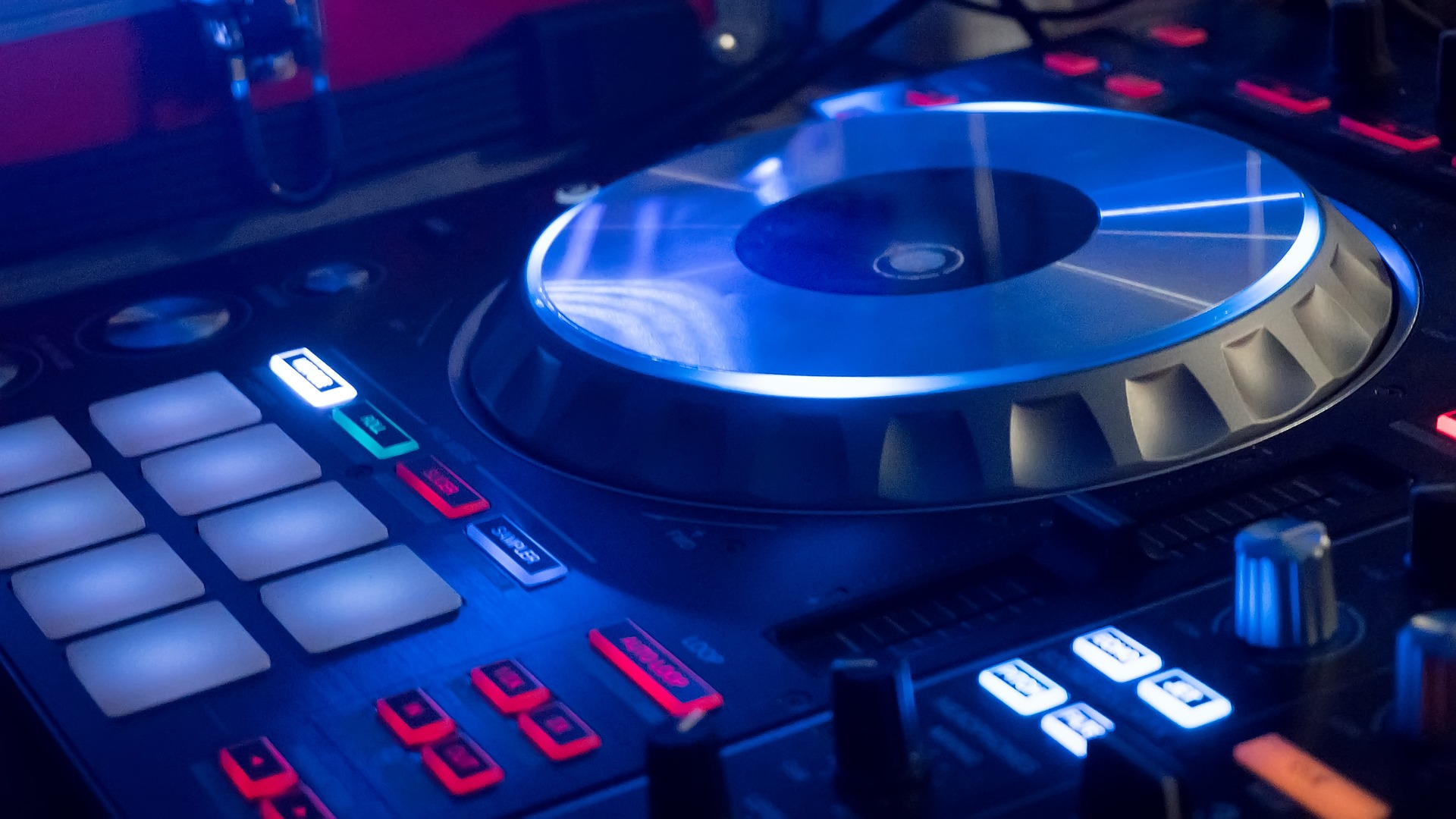 Dj, https://pixabay.com/it/photos/party-console-dj-musica-festa-2217208/, Foto di Alessandro Giordano da Pixabay, CC0