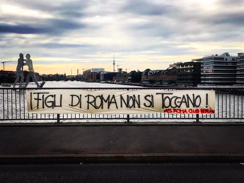 As Roma Berlin Striscione De Rossi