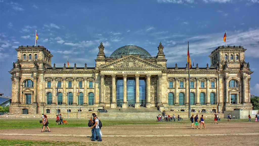 Reichstag, PeterDargatz, https://pixabay.com/it/photos/berlino-reichstag-governo-51058/ CC0