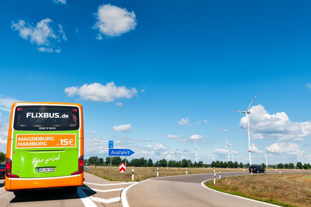 Flixbus, https://pixabay.com/it/photos/flixbus-autostrada-germania-2461656/, SofiLayla, CC0