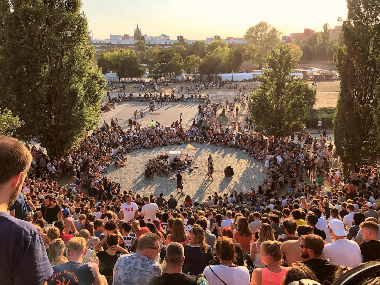 mauerpark, facebook, https://www.facebook.com/mauerpark.berlin/photos/a.10151662774462485/10156560143317485/?type=3&theater
