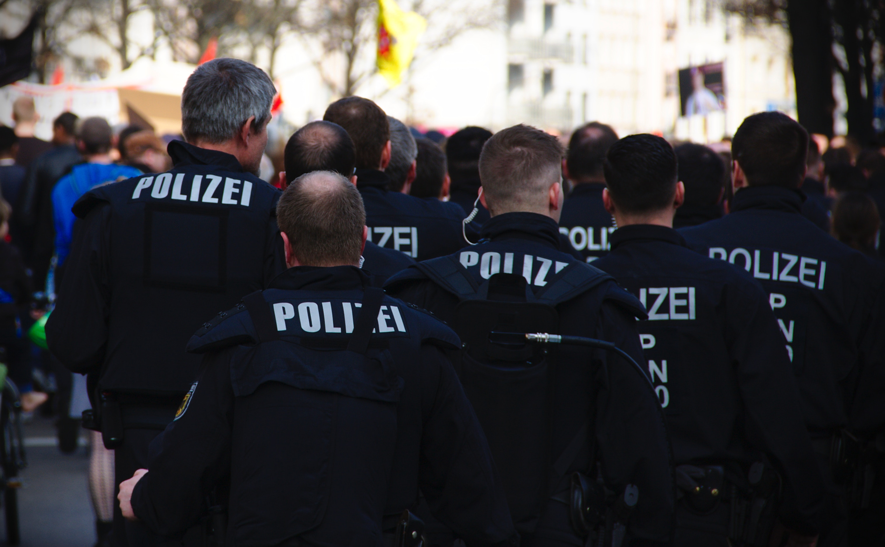 Polizia, https://unsplash.com/photos/tMItYMyKagc, Mike Powell, CC0