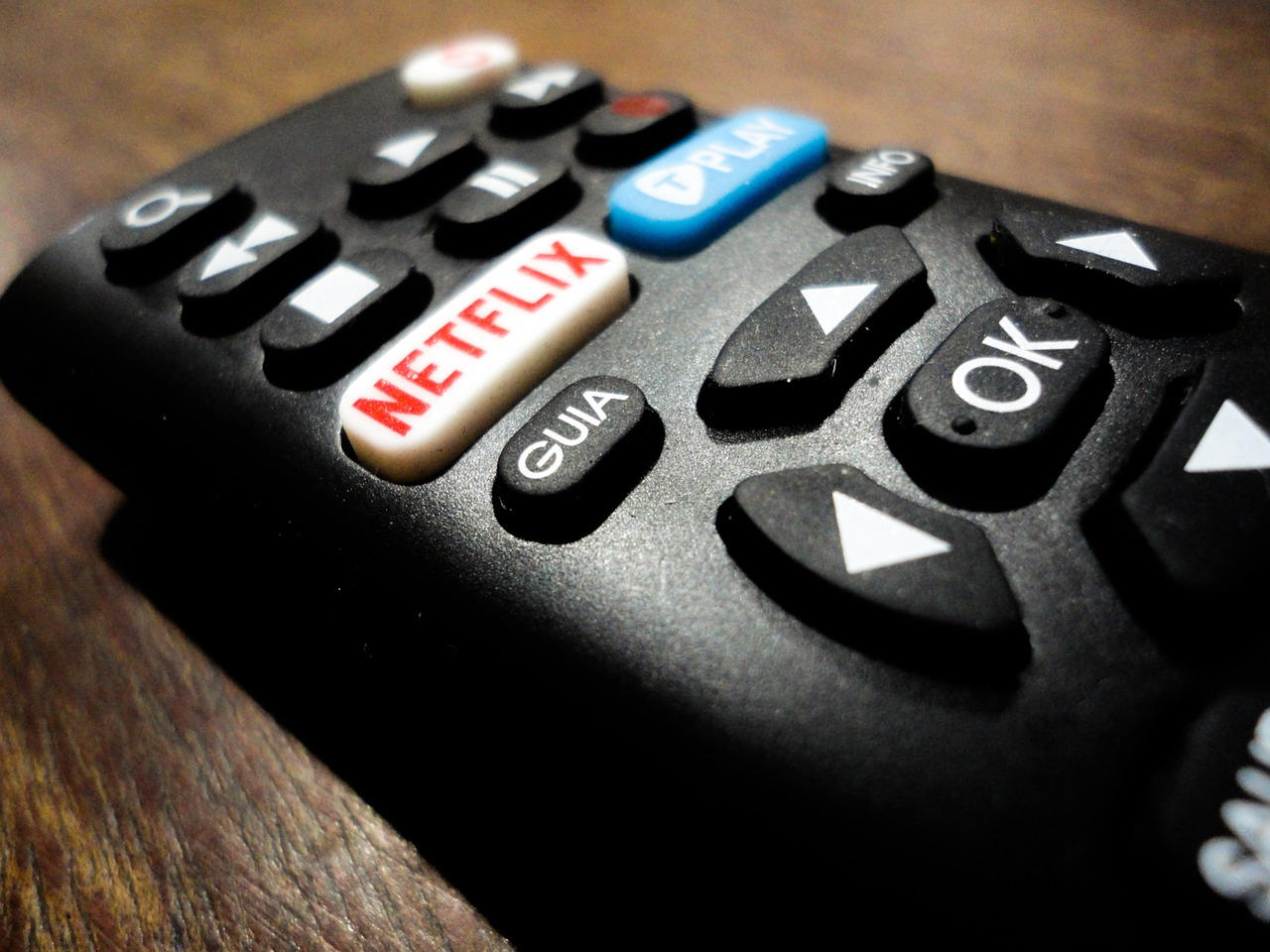 Netflix, jgryntysz, https://pixabay.com/it/photos/netflix-telecomando-elettronico-2705725/ CC0