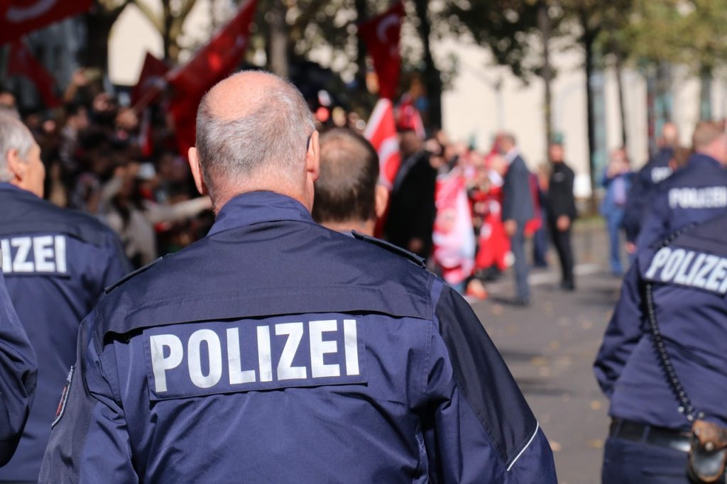 Polizia, https://pixabay.com/it/photos/polizei-deutschland-germany-police-3772469/, reportyorym, CC0