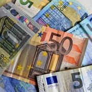 Contanti, MabelAmber, https://pixabay.com/photos/money-bank-notes-euro-notes-euro-3481699/, CC0