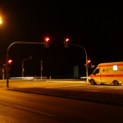 ambulanza, Hans, https://pixabay.com/photos/traffic-lights-red-ambulance-49698/, CC0,
