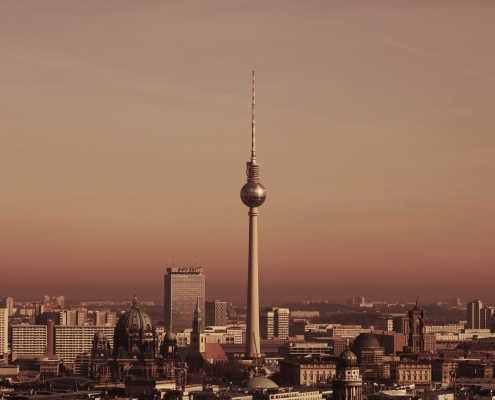 berlin,https://pixabay.com/it/photos/berlino-tv-torre-skyline-alex-4001319/, Kranich17,https://pixabay.com/it/users/kranich17-11197573/