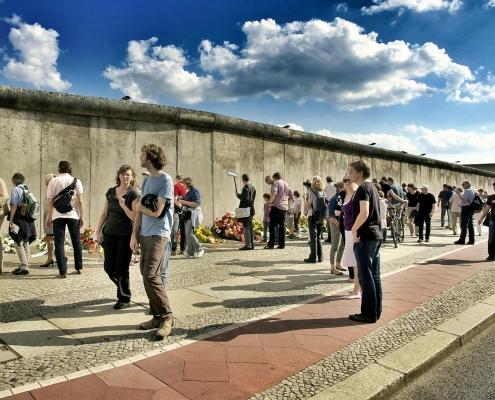 muro di berlino,https://pixabay.com/it/photos/bernauer-straße-costruzione-del-muro-113173/, LoboStudioHamburg,https://pixabay.com/it/users/lobostudiohamburg-13838/