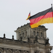 Germania C Ildigo on pixabay https://pixabay.com/it/photos/germania-bandiera-reichstag-berlino-2743394/
