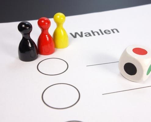 Wahlung C blickpixel on pixabay https://pixabay.com/it/photos/elezioni-germania-bandiera-450164/