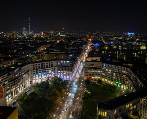 Berlin night, ©https://pixabay.com/it/photos/berlino-notte-fotografia-4577621/
