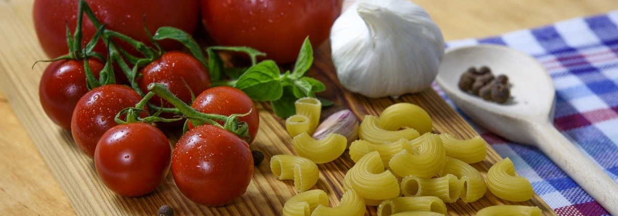 pixabay cc0 https://pixabay.com/it/photos/cucina-italiana-pomodoro-pasta-1436418/