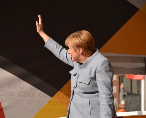 @fantareis https://pixabay.com/photos/merkel-chancellor-angela-merkel-cdu-2906016/