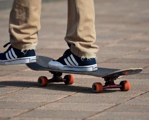https://pixabay.com/it/photos/moda-sport-skateboard-divertimento-4013456/