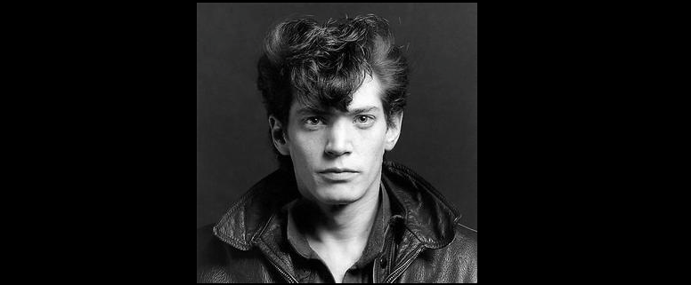 Robert Mapplethorpe - Self Portrait (1980) - ©Fair Use https://en.wikipedia.org/wiki/Robert_Mapplethorpe#/media/File:Robert_Mapplethorpe,_Self-portrait,_1980.jpg