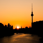 https://pixabay.com/it/photos/tramonto-capitale-berlino-4920933/
