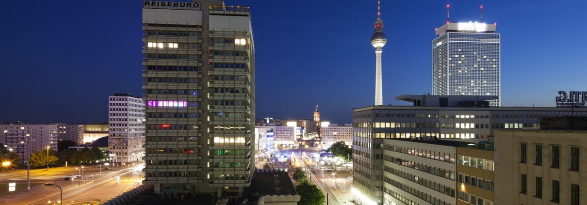 https://pixabay.com/it/photos/berlino-hotel-alexanderplatz-951616/