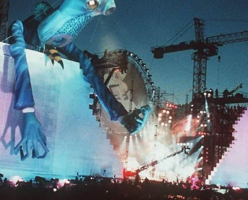 Screenshot da Roger Waters - The Wall live in Berlin 1990