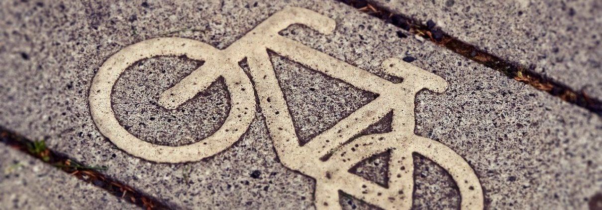 Bici Pixabay CC0 https://pixabay.com/it/photos/pista-ciclabile-ciclismo-ciclisti-3444914/ https://berlinomagazine.com/wp-content/uploads/2020/09/cycle-path-3444914_1280.jpg