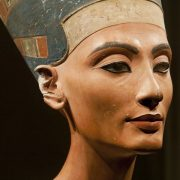 Busto di Nefertiti da Flickr ©Egisto Sani CC-BY-NC-SA 2.0 https://www.flickr.com/photos/69716881@N02/8525068387