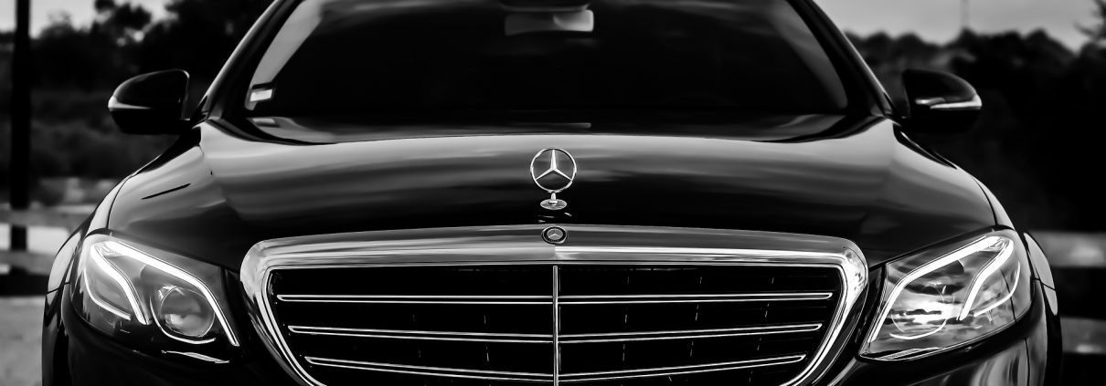 https://pixabay.com/it/photos/mercedes-black-lusso-automobile-2181380/