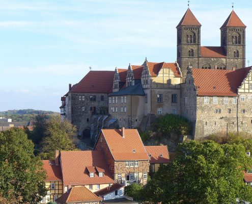 Quedlinburg da Wikipedia ©A. Savin - Pubblico Dominio https://en.wikipedia.org/wiki/Quedlinburg#/media/File:Quedlinburg_asv2018-10_img03_Castle.jpg