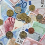SOLDI https://commons.wikimedia.org/wiki/File:Euro_coins_and_banknotes.jpg Copyright Avij (talk · contribs) CC