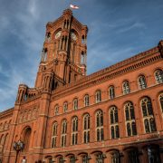 Rotes Rathaus Berlino ©Tomasz Baranowski da Flickr CC2.0 https://www.flickr.com/photos/155376904@N07/43905352142