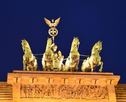 https://pixabay.com/it/photos/quadriga-porta-di-brandeburgo-2188606/