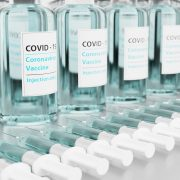 vaccine-5926664_1920.jpg, https://pixabay.com/it/photos/vaccino-vaccinazione-covid-19-5926664/, Cc0, torstensimon