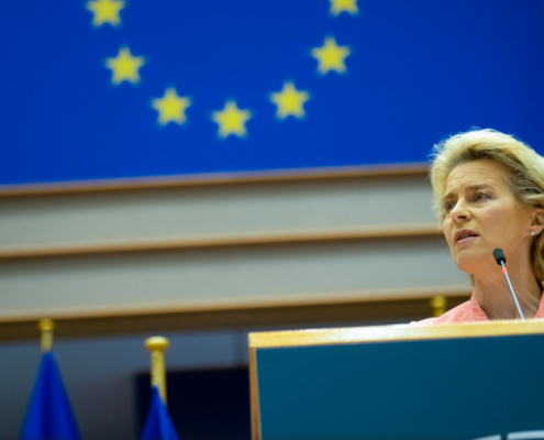 Ursula Von der Leyen- https://www.flickr.com/photos/european_parliament/50349296906/ Copyright flickr CC BY 2.0