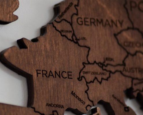 Confine Germania-Francia, foto di Anthony Beck da Pexels, https://www.pexels.com/it-it/foto/legno-francia-parigi-monaco-4278036/?utm_content=attributionCopyText&utm_medium=referral&utm_source=pexels , CC0