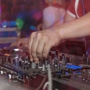 Dj consolle in club