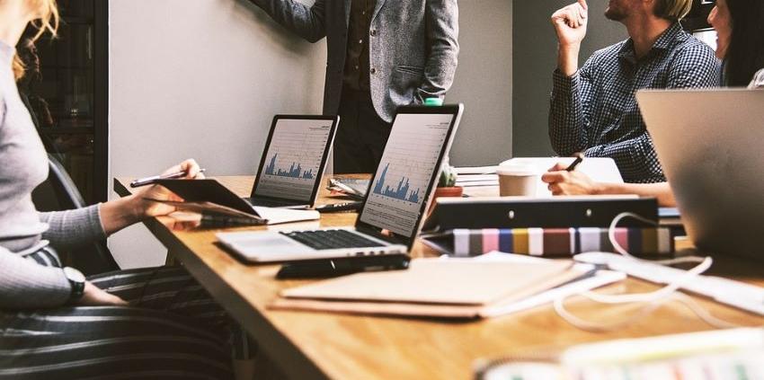 Social network e ricerca di personale per aziende italiane a Berlino Lavoro, Pixabay https://pixabay.com/it/photos/lavoro-ufficio-squadra-5382501/ CC0